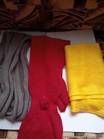 Отдается в дар шапки и шарфы девочкам