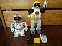 Отдается в дар Два детских неработающих робота
