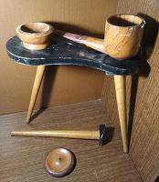 Отдается в дар Сувенирный декоративный столик «Трубка Мира»