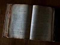 Отдается в дар Старое евангелие и молитвослов