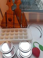 Отдается в дар Кухонное: подставка для салфеток, форма для льда, крышечки, для заваривания чая