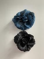 Отдается в дар Две броши или заколки (синяя и черная)