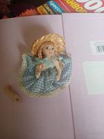 Отдается в дар Куколка фарфоровая?