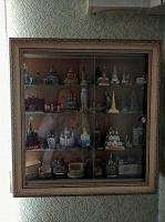 Отдается в дар Настенная витрина для коллекции