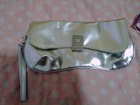 Отдается в дар новая нежно-золотистая сумочка клатч