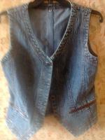 Отдается в дар джинсовая жилетка