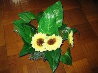 Отдается в дар Искусственные цветы подсолнухи: композиция
