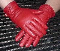 Отдается в дар Красные кожанные перчатки