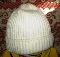 Отдается в дар Две белые женские шапки