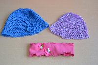 Отдается в дар детские шапочки и повязка