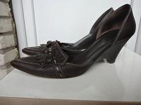 Отдается в дар женские туфли кожаные на 37 размер