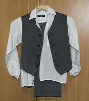Отдается в дар Костюм на мальчика (рубашка, жилетка, брюки)