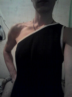 Отдается в дар платье женское с открытым плечем размер наверно 44-46