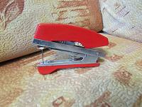 Отдается в дар Швейная машинка ручная миниатюрная