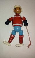 Отдается в дар Игрушка сувенир хоккеист СССР