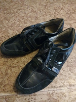 Отдается в дар туфли-кроссовки