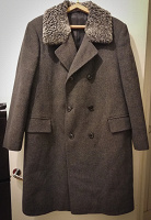 Отдается в дар Мужское пальто и шапка