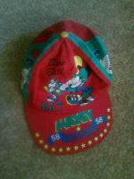 Отдается в дар Яркая кепка для мальчика