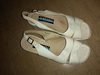Отдается в дар Обувь женская, 37 размер