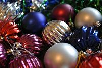 Отдается в дар Елочные украшения: шары, дождик