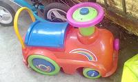 Отдается в дар Детская каталка-паровоз.