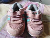 Отдается в дар Детские кроссовки для девочки