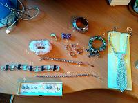 Отдается в дар Бижутерия (браслеты, кольца, брошки, и даже галстук)