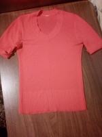 Отдается в дар Коралловая кофта/футболка 42 р