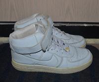 Отдается в дар белые кроссовки 36