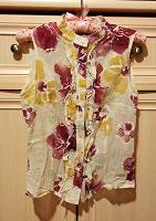 Отдается в дар Легкая блузка с цветами, разм. 44