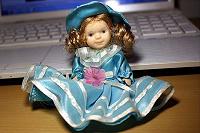 Отдается в дар Маленькая фарфоровая куколка