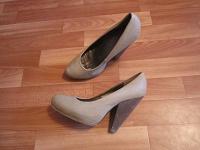 Отдается в дар Еще обувь 39 размера