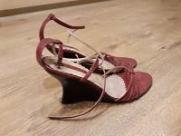 Отдается в дар Босоножки женские на высоком каблуке
