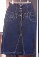 Отдается в дар Джинсовая юбка с высокой талией.