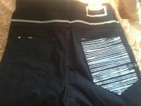 Отдается в дар джинсы с изогнутыми штанинами
