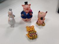 Отдается в дар Фигурки свинки и другие