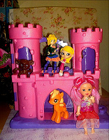 Отдается в дар Куколки для девочки, замок, пони, обезьянка