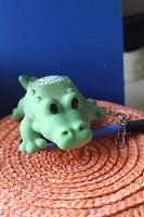 Отдается в дар крокодильчик игрушка на цепочке