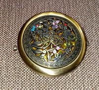 Отдается в дар маленькое круглое зеркальце в металличской оправе