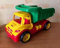 Отдается в дар Большая игрушечная машина 51 Х 29 см