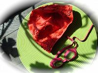 Отдается в дар Красная шапочка и детские очки для плавания