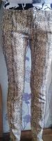 Отдается в дар Узкие джинсы хищной расцветки, S-M(27-28)