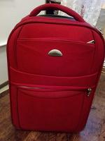 Отдается в дар Красный чемодан