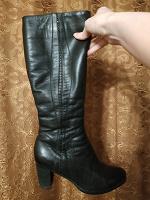Отдается в дар Сапоги зимние на каблуке 40 размер