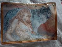 Отдается в дар Набор для вышивки крестом «Девушка с волком»