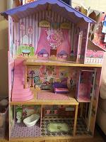 Отдается в дар БОЛЬШОЙ дом для кукол типа барби