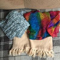 Отдается в дар Шапки, шарфы