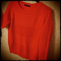 Отдается в дар Алый свитер