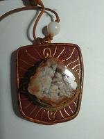 Отдается в дар Кулон с натуральным камнем.
