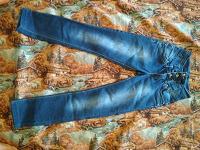 Отдается в дар Джинсы темно-синие, 25 размер